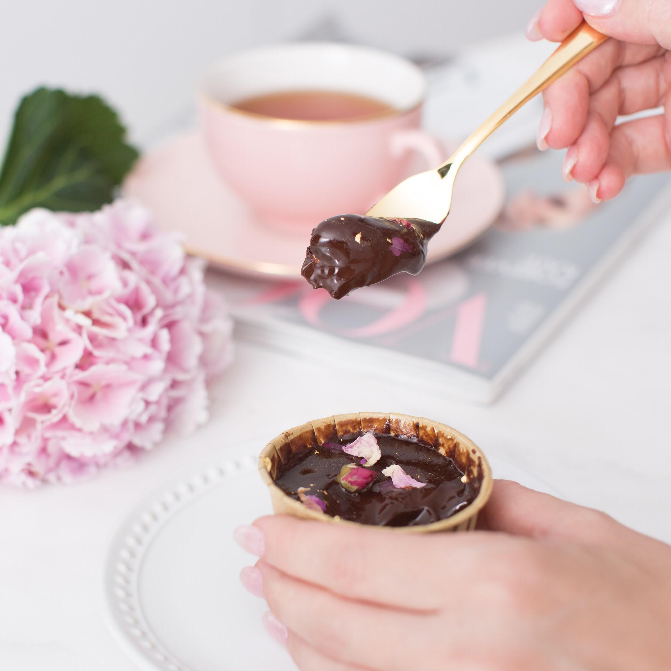 Midnight Classique Cupcakes (12 pcs)