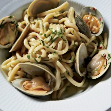 Sizzled Clams with Udon Noodles