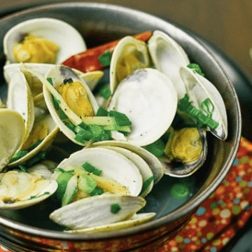 Japanese Sake-Steamed Clams
